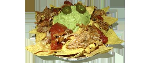novedades, nachos asado cajún,triangulos de maiz fritos caseros con guacamole, carne de asado cajún y salsa ranchera